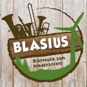 Logo mit Holzhintergrund